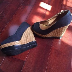 Black and tan wedges